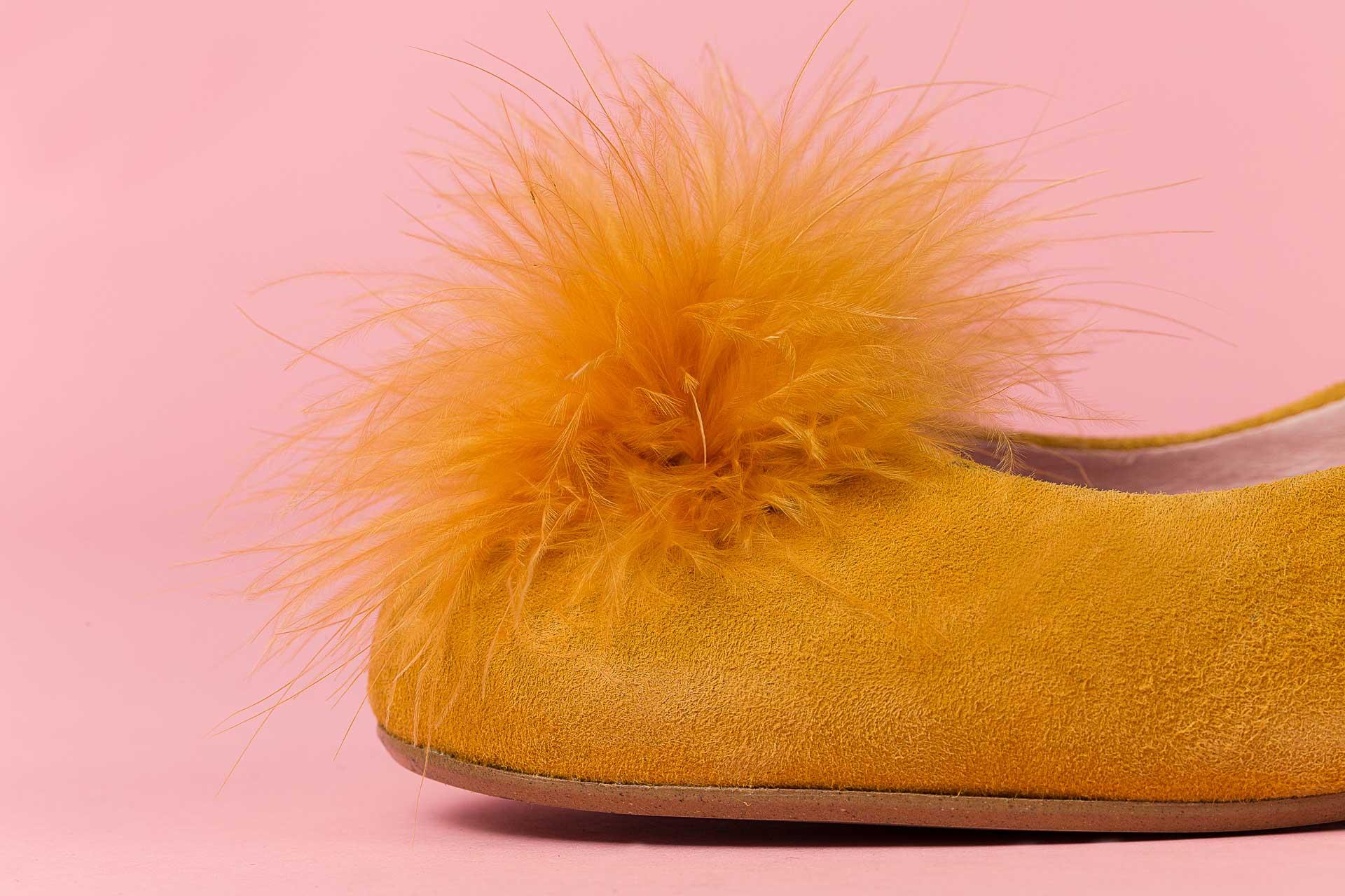 Detalle zapato amarillo Calzados Roldan