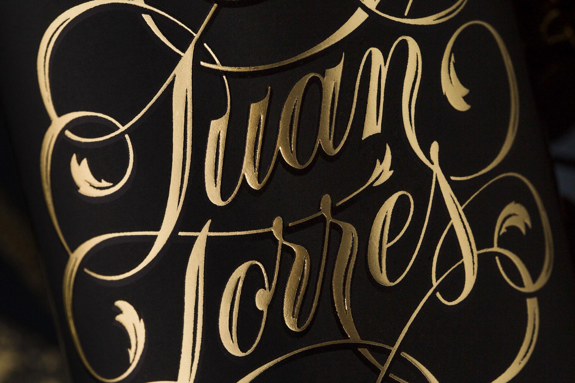 Detalle etiqueta Juan Torres