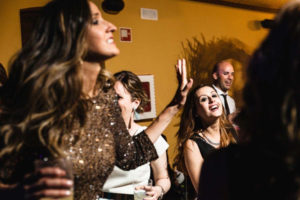 Boda Huesca Castillo San Luis Fiesta chicas bailando
