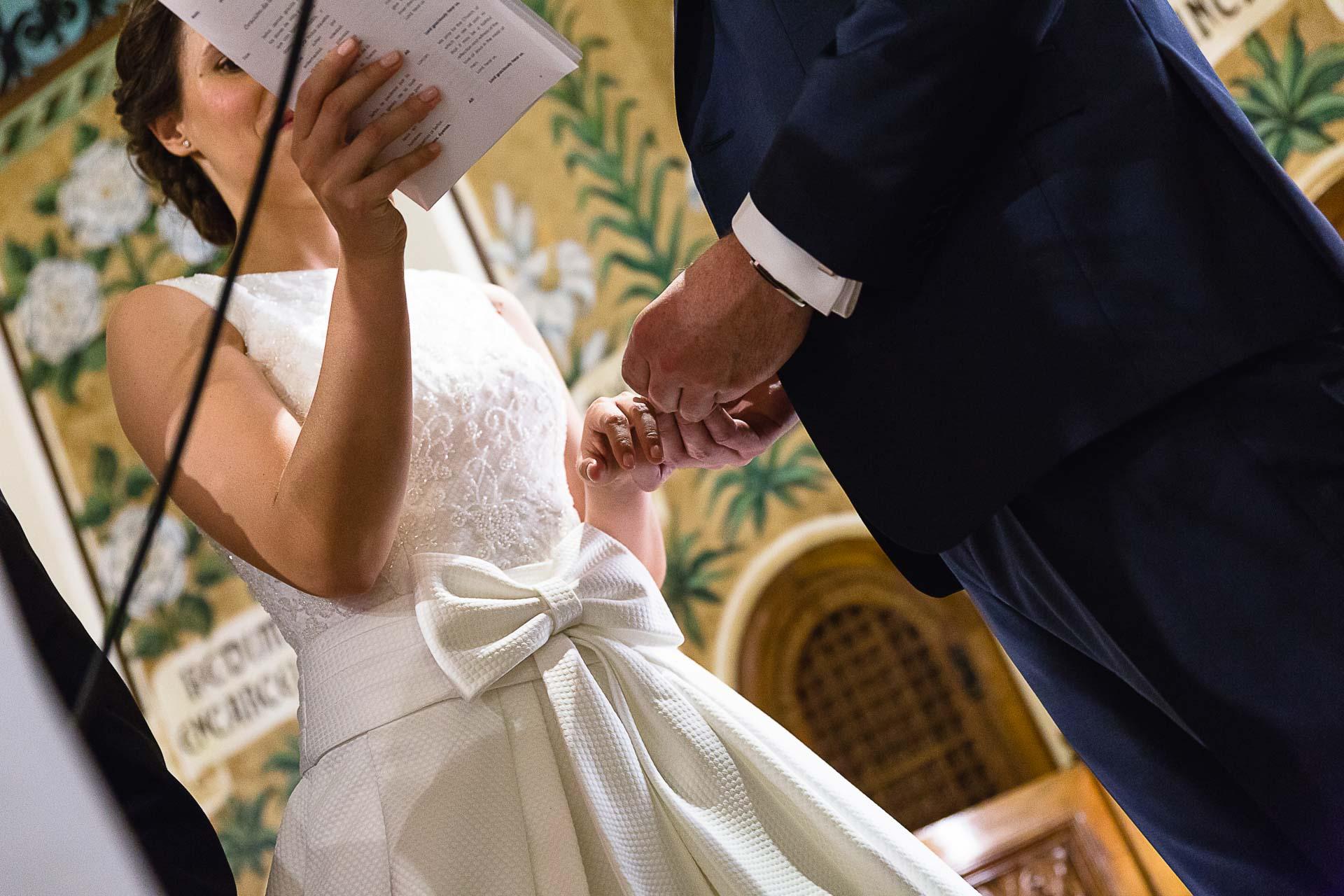 Boda Iglesia San Antonio Zaragoza manos anillos