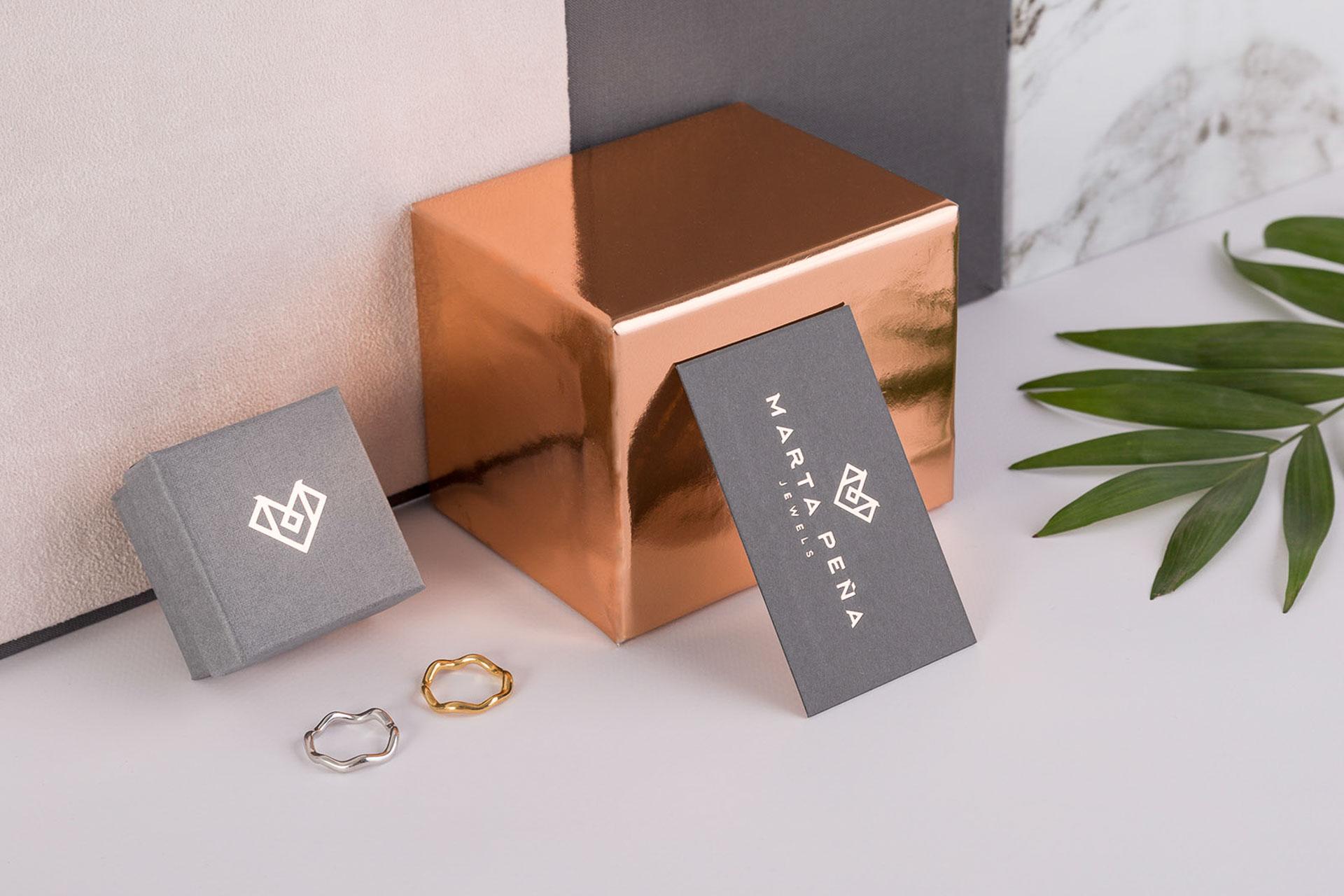 Fotografia de Producto Papeleria diseño Tarjeta y Caja