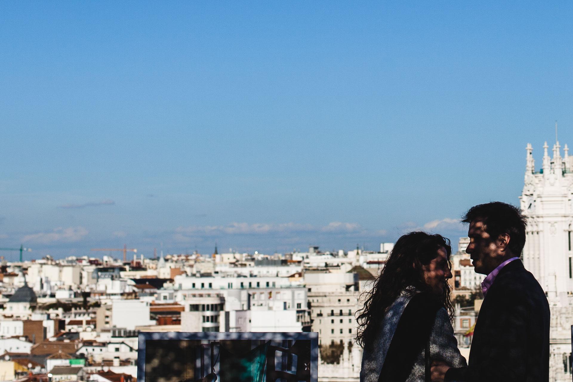 Fotografia Preboda Madrid Sesion pareja Azotea Circulo de bellas Artes sombras
